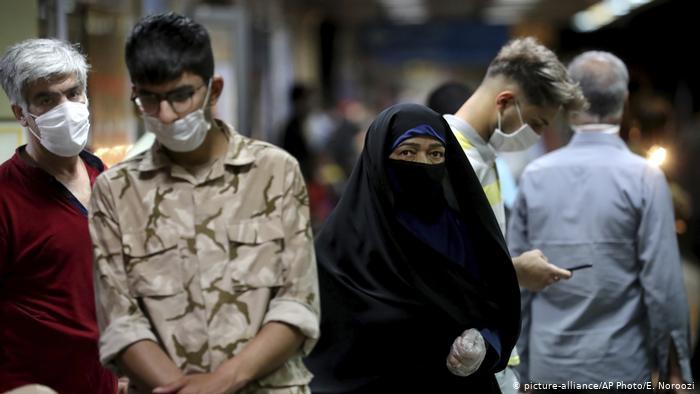 Los decesos y los contagios por COVID-19 repuntan en Irán
