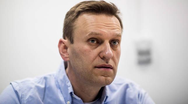 Navalni no precisa respiración asistida y se levanta de la cama, según Berlín