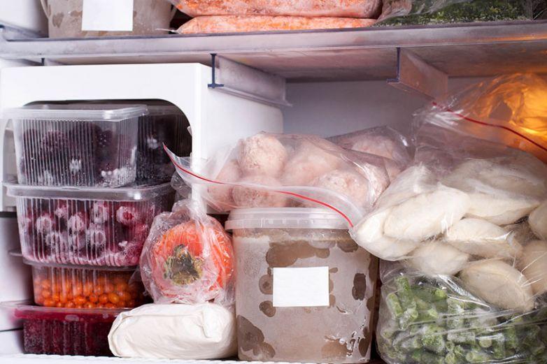 Sabes ¿cuales son los riesgos de guardar comida en envases de plástico?