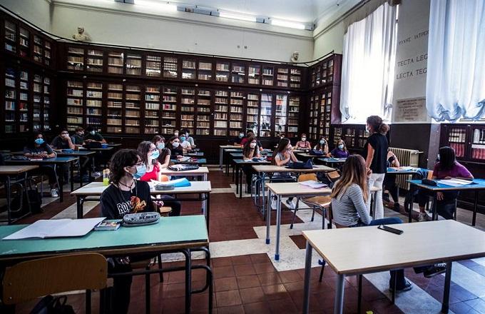 Italia registra 1,229 nuevos casos de COVID-19 y roza los 290,000