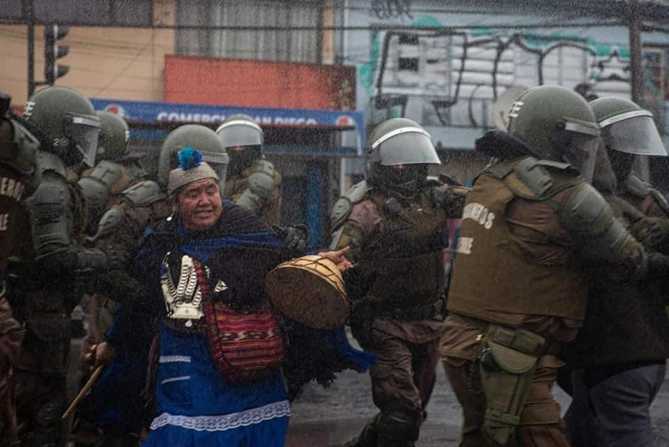Atacan a policías y trabajadores forestales en Chile por conflicto mapuche