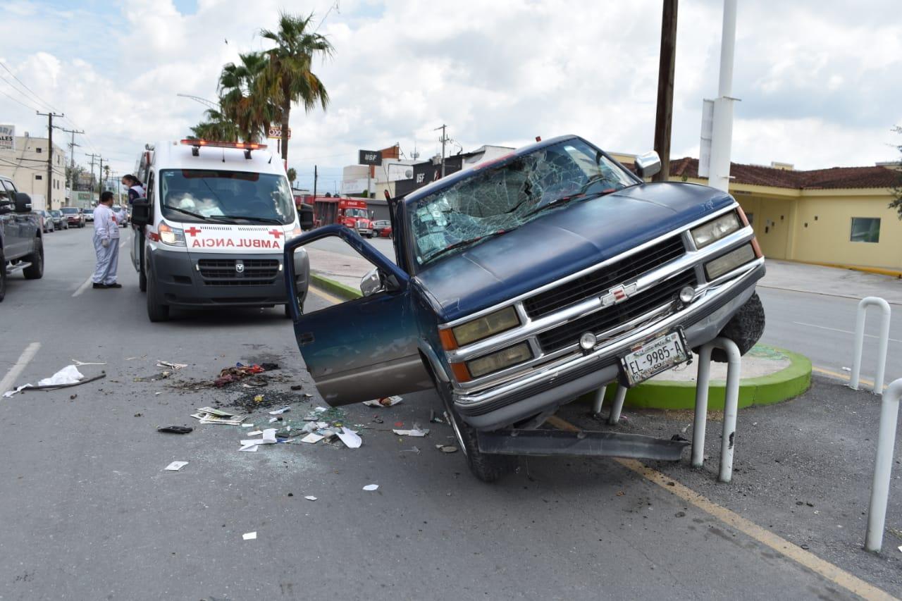 Se le nubló la vista y vuelca en el bulevar Juárez de Monclova