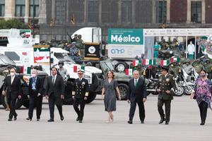 Encabeza AMLO desfile militar en el Zócalo capitalino