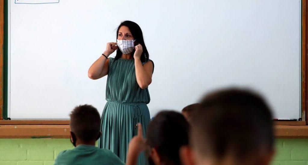 Unesco calcula que COVID-19 ha afectado a 63 millones de maestros