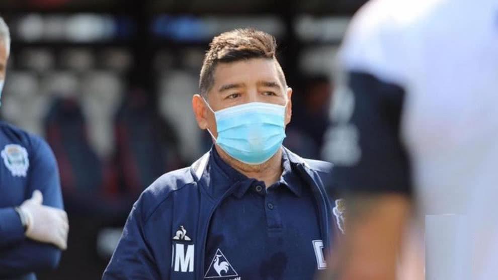 Maradona se somete a una prueba de coronavirus por contacto con un contagiado