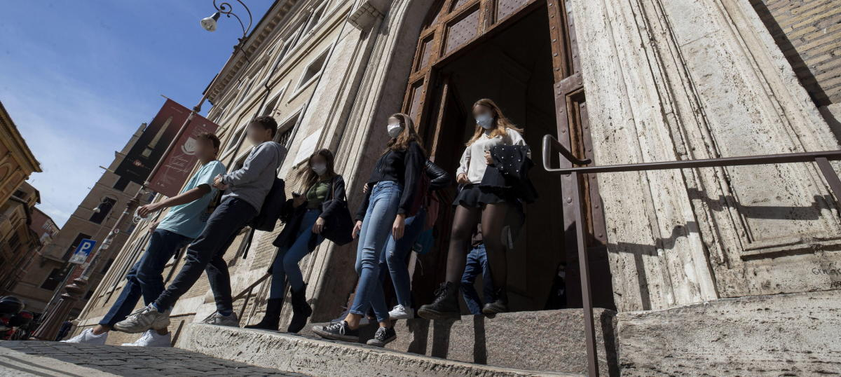 Italia obliga a llevar mascarilla siempre y alarga el estado de emergencia
