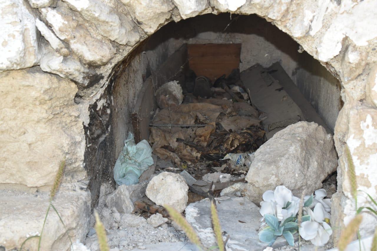 Profanan tumbas en busca de objetos de valor en San Buenaventura