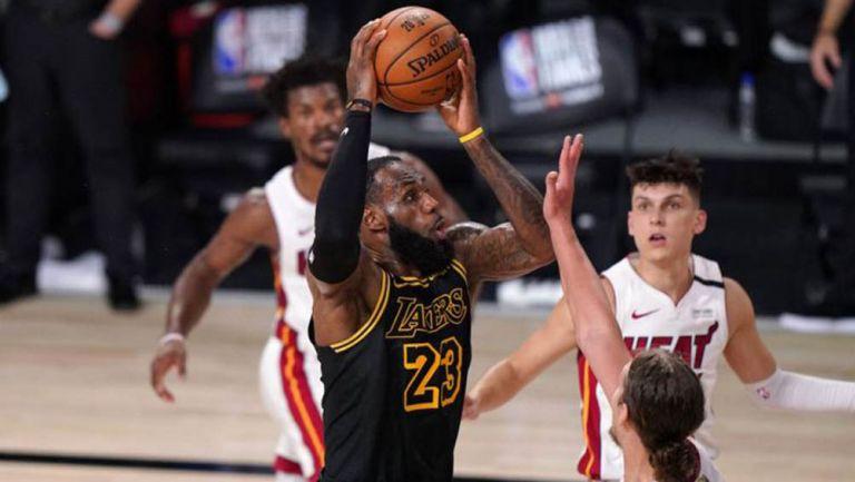 Lakers honra a Kobe Bryant