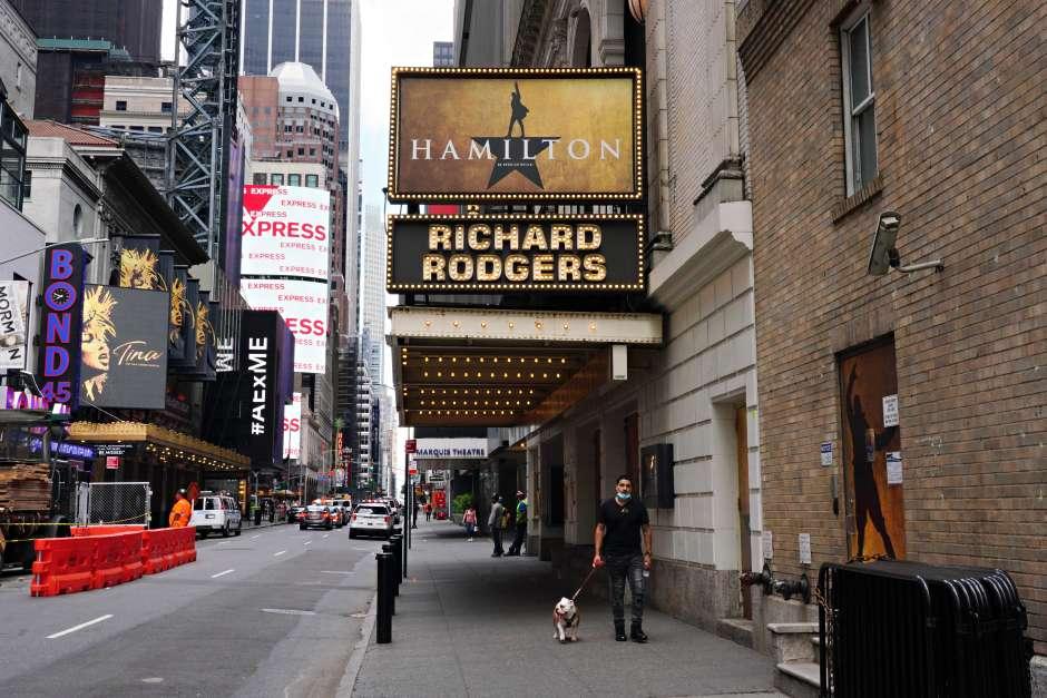 Seguirán cerrados los teatros de Broadway hasta el 30 de mayo
