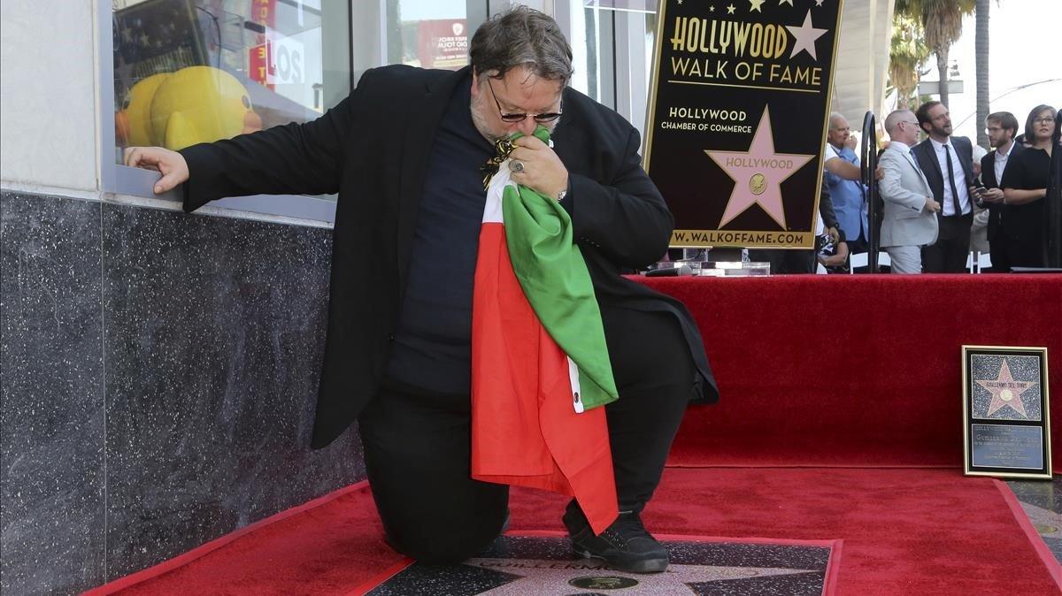 Guillermo del Toro se gana el amor y el aplauso de México