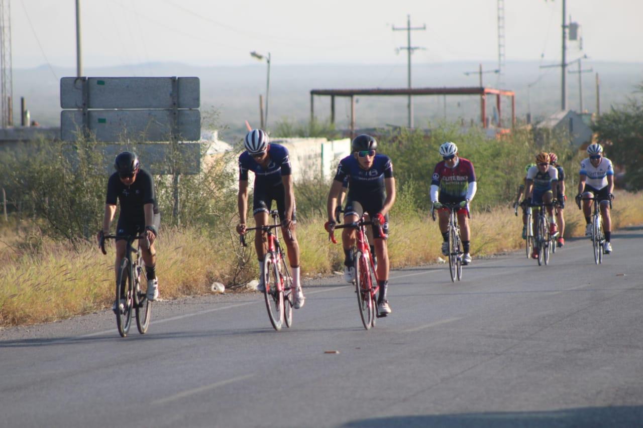 Enrique García gana carrera ciclista