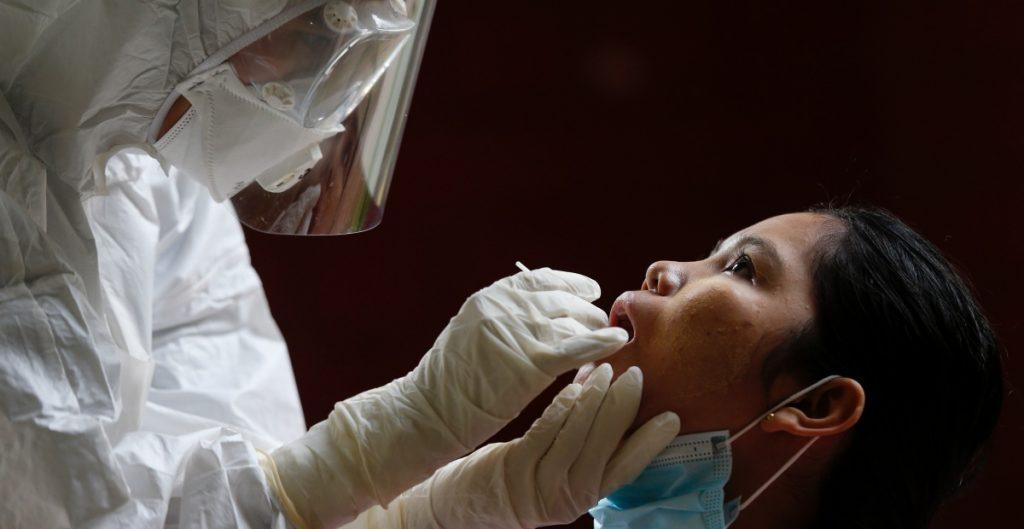 Siguen en ascenso los contagios en Portugal, con récord de casos activos