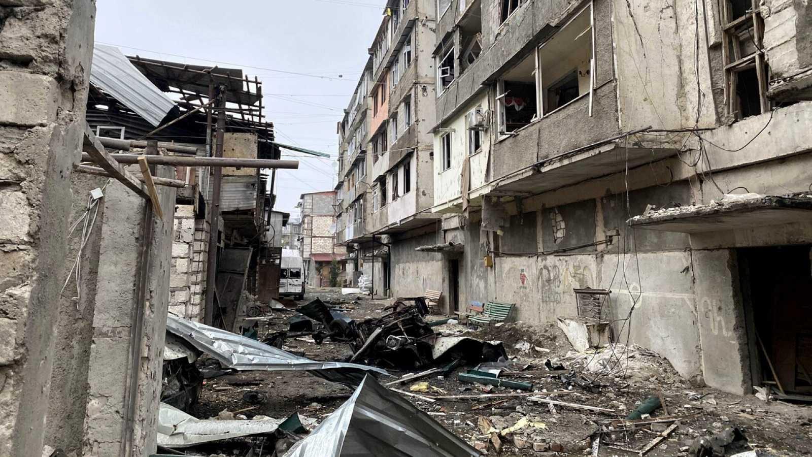 Rusia intenta salvar el alto fuego en Nagorno Karabaj