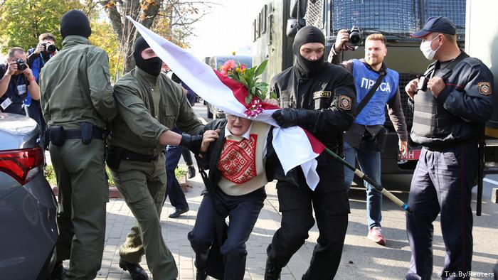 Bielorrusia amenaza con recurrir a armas letales contra manifestantes
