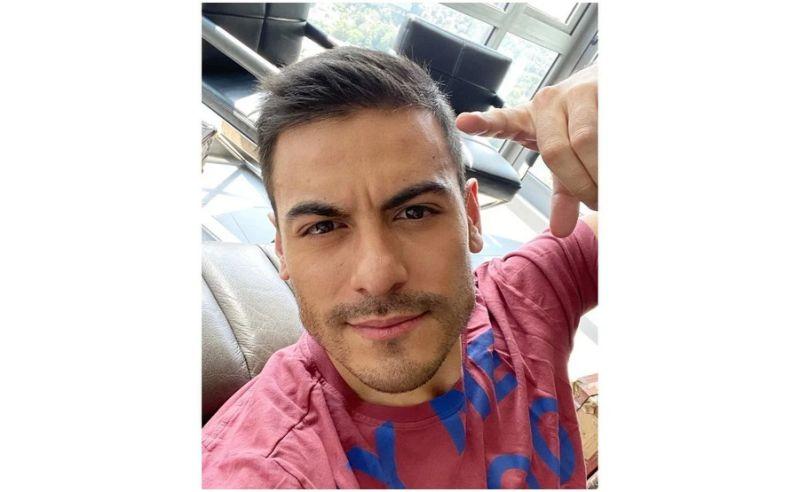 La cara de miedo de Carlos Rivera por subirse a un avión en pandemia
