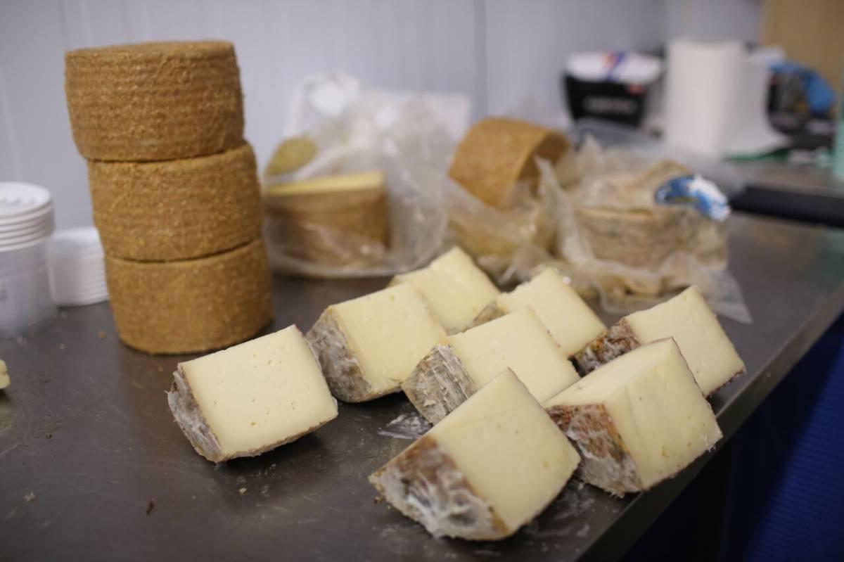 Ordena frenar venta de quesos: Secretaría de Economía