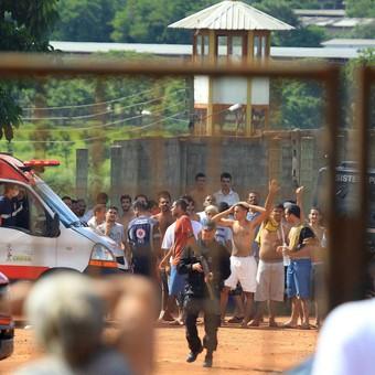 Ordenan excarcelar a presos de Brasil