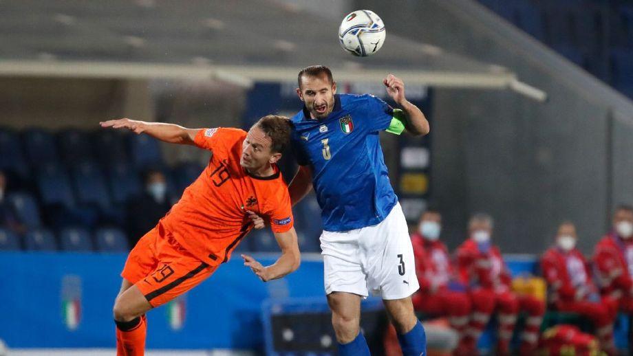 Italia perdió la cima de su grupo