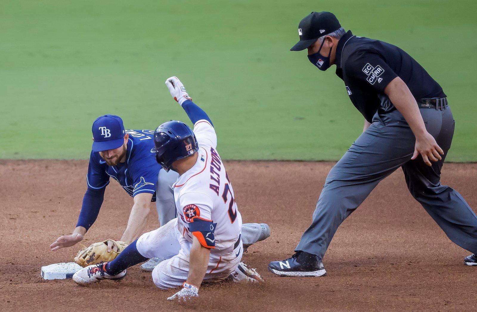 Carlos Correa le da vida a Astros