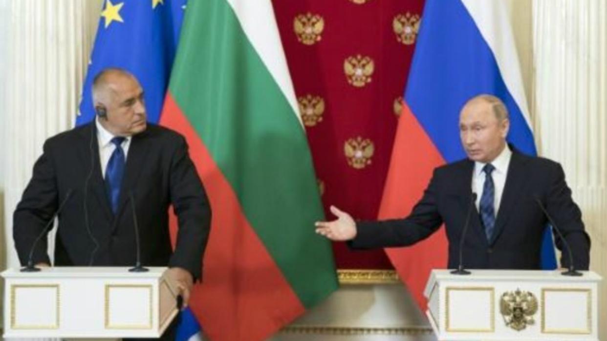 Multan al Gobierno búlgaro porque el primer ministro no usó mascarilla