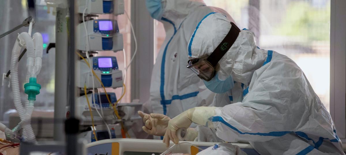 España añade 15.186 contagios y 222 muertos de covid