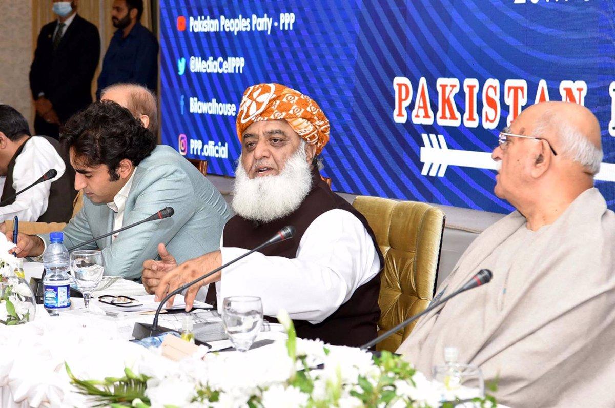 La oposición de Pakistán se une en un frente común para derrocar al Gobierno