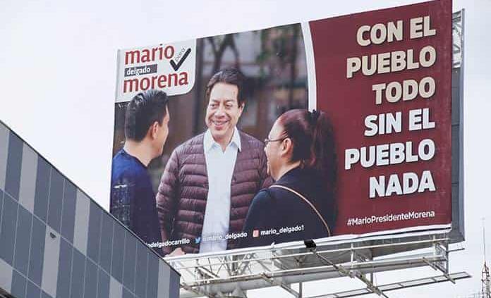 Pide Mario Delgado bajar espectaculares