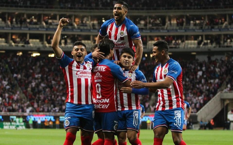 Chivas sufre pero gana al Atlas 3-2