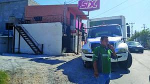 Atracan camión de cerveza en Monclova