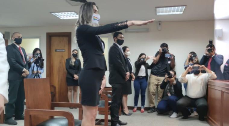 La primera abogada transexual de Paraguay jura tras cinco años de obstáculos