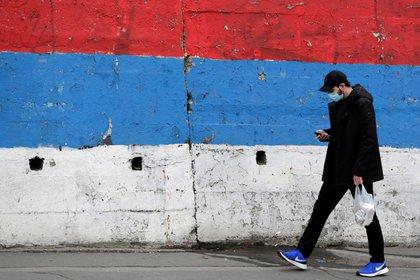 Serbia registra 2,823 nuevos casos de covid-19, cifra inédita desde marzo