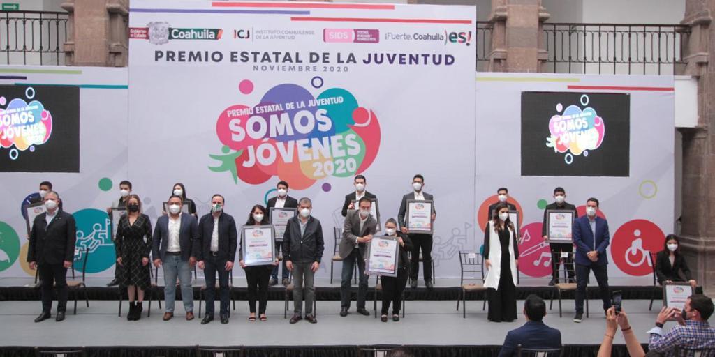 Aún y con la pandemia Riquelme  reconoce a jóvenes de Coahuila