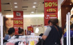 Amaga Martín Orozco con cerrar tiendas por desorden en Aguascalientes
