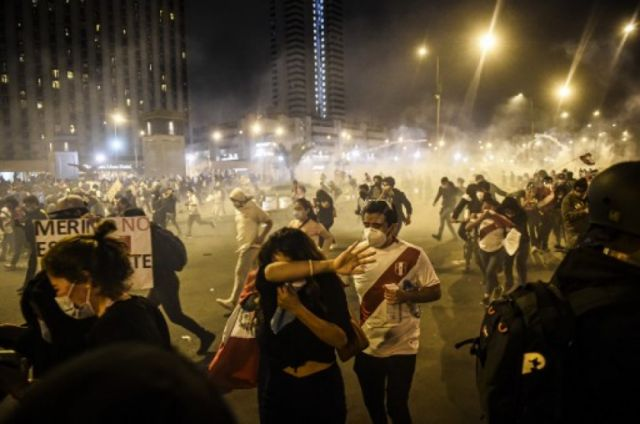 Dos heridos de bala, uno grave, en masivas protestas contra Gobierno peruano