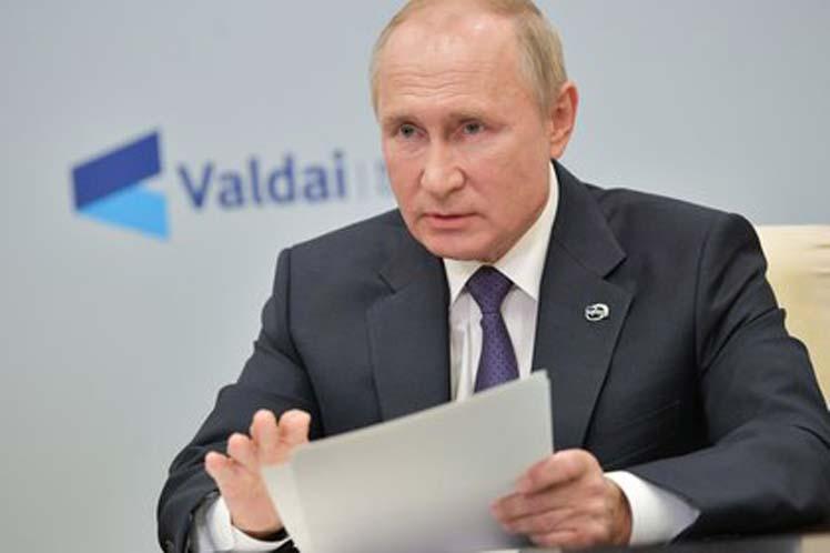 Putin dice que el conflicto en Karabaj dejó decenas de miles de refugiados