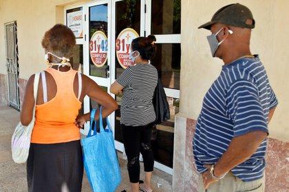 Cuba confirma otros 54 positivos de coronavirus, entre ellos 10 turistas