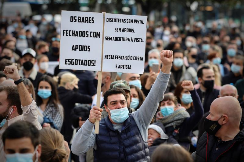 Portugal inicia su toque de queda de fin de semana entre protestas