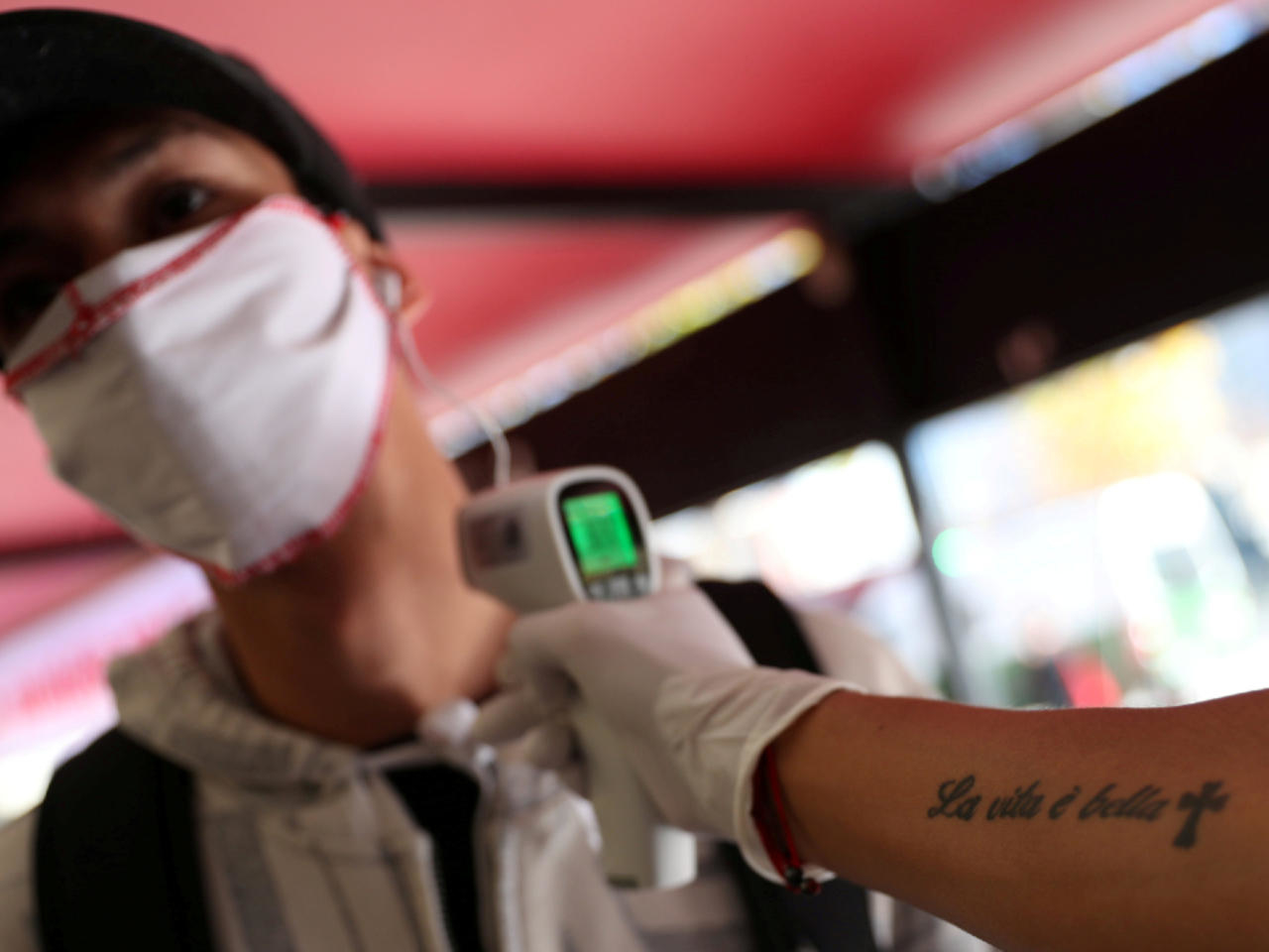 Cuba baja a 27 contagios diarios de COVID-19 mientras continúa la desescalada