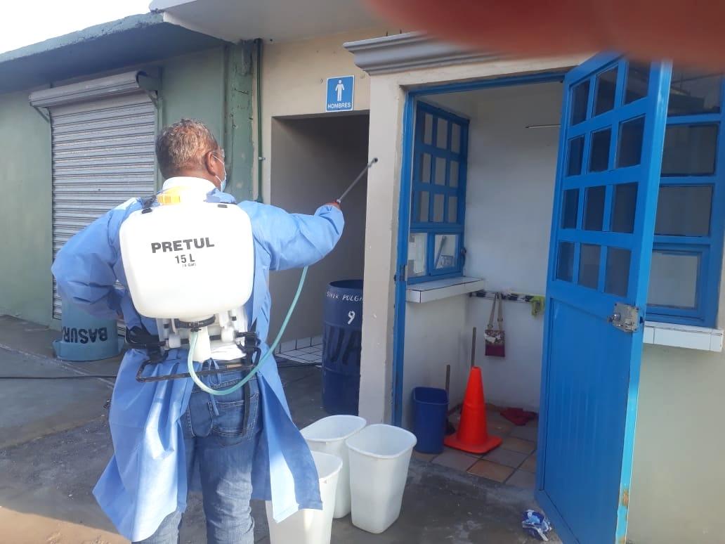 Las autoridades: Por seguridad sanitizan 'Pulga La Fe'