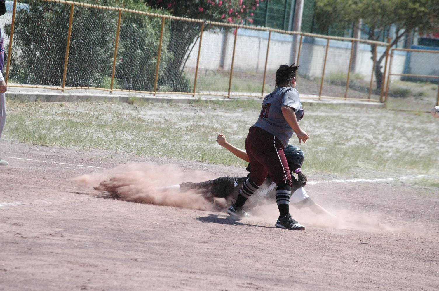 Fieras y Marineras a la cabeza en softbol femenil