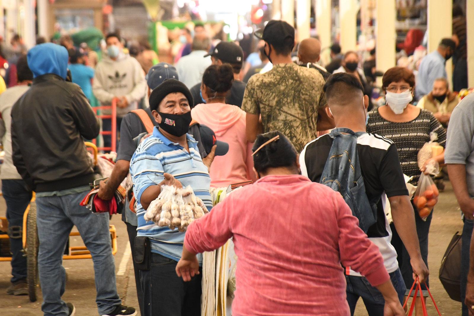 México supera los 99 mil decesos por COVID-19