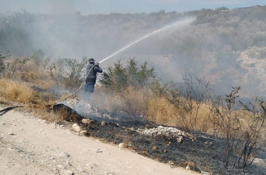 Se incendia pastizal en Monclova