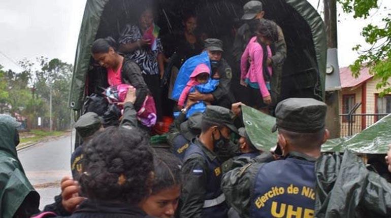 El Salvador registra un fallecido y más de 800 albergados por Iota