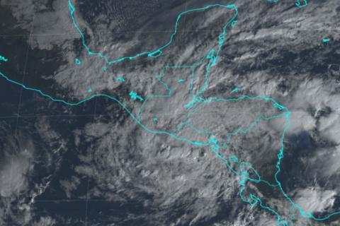 Iota se disipa pero amenaza con más lluvias e inundaciones a Centroamérica