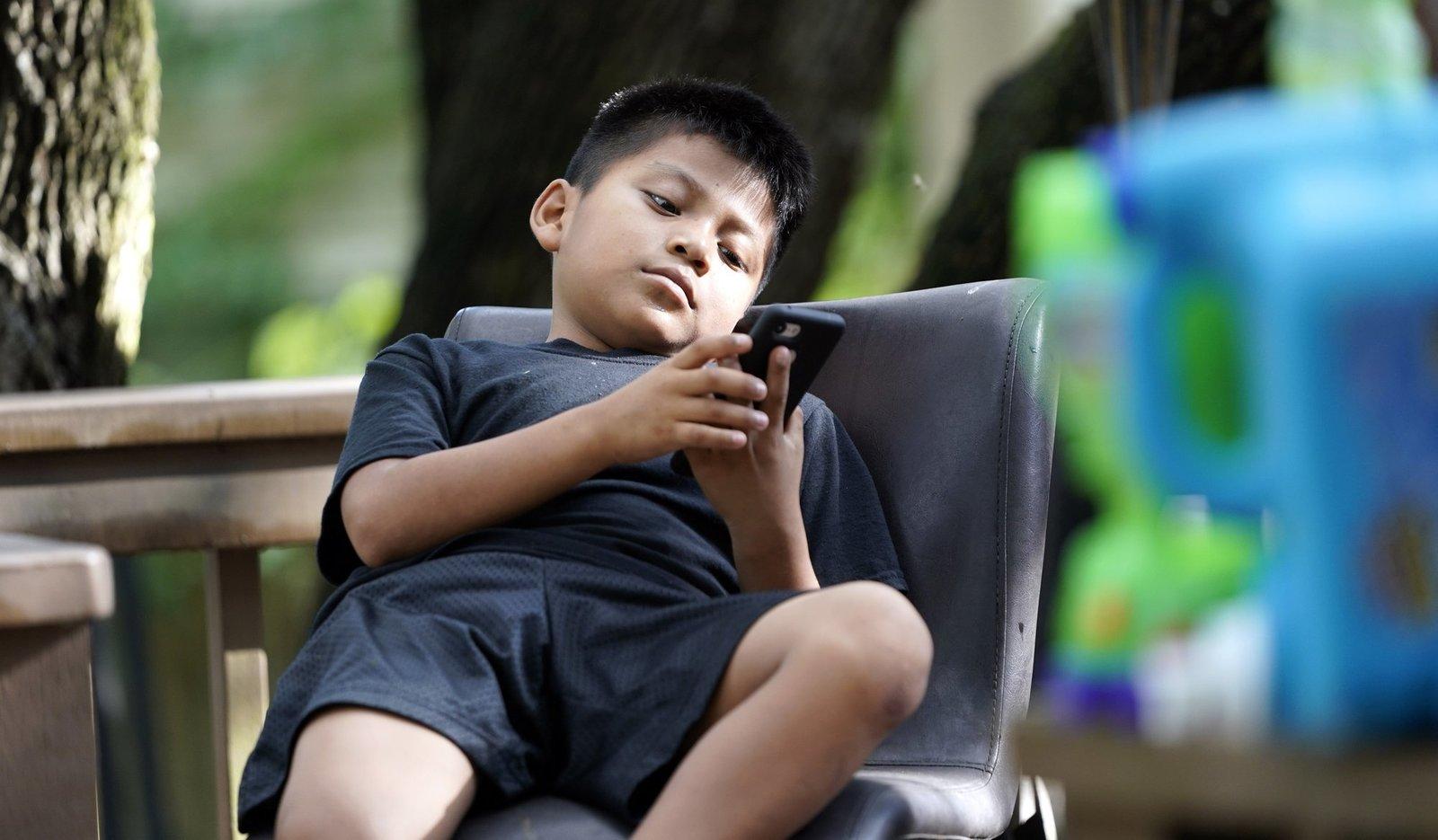 Juez ordena al Gobierno Trump parar la expulsión de menores no acompañados