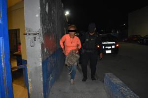 En Monclova, deja dormido a esposo para andar en la calle