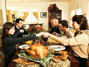 La fiestas de Acción de Gracias disparan las alarmas en EU en pleno repunte