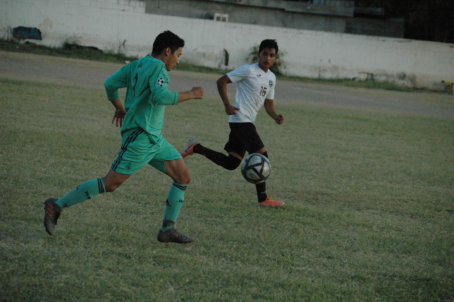 Reanudan el fútbol soccer
