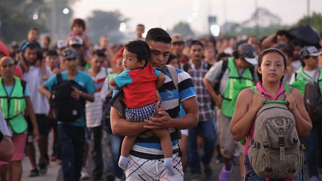 Inmigrantes desconcertados por caos político causado por Trump