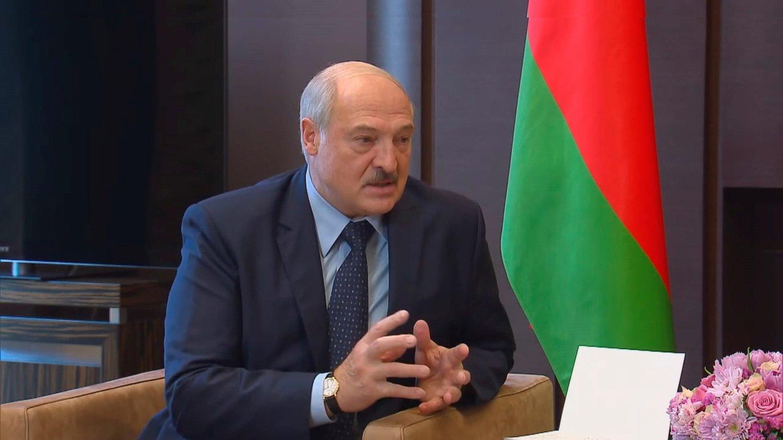 Lukashenko asignará 500 millones de dólares a combatir COVID-19